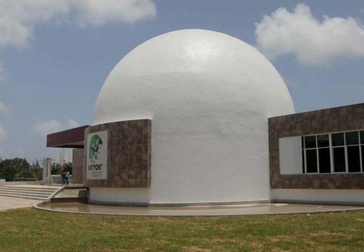 Las vacaciones de la temporada navideña han iniciado y con ello los talleres infantiles que ofrece el Planetario de Cancún Ka' Yok'. (Redacción/SIPSE)
