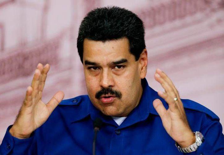 """Durante un mitin en Caracas, el presidente Nicolás Maduro acusó a los diplomáticos de Estados Unidos en Venezuela de estar  """"conspirando activamente"""" en su contra, con el objetivo de desestabilizar las bases económicas, sociales y políticas de su país. (Archivo AP)"""