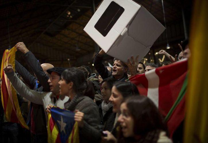 Según el gobierno catalán, los resultados de la suspendida consulta alternativa envían varios mensajes a España. (AP)