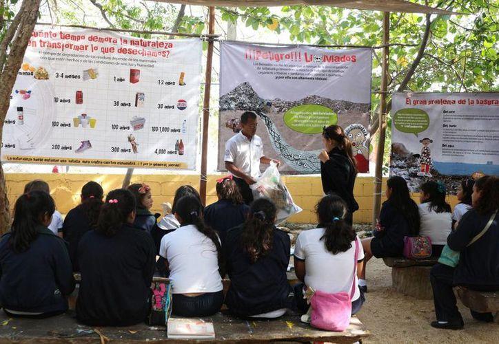 Este lunes se celebró, con talleres y juegos, el Día Mundial de la Educación Ambiental, en Playa del Carmen. (Adrián Barreto/SIPSE)