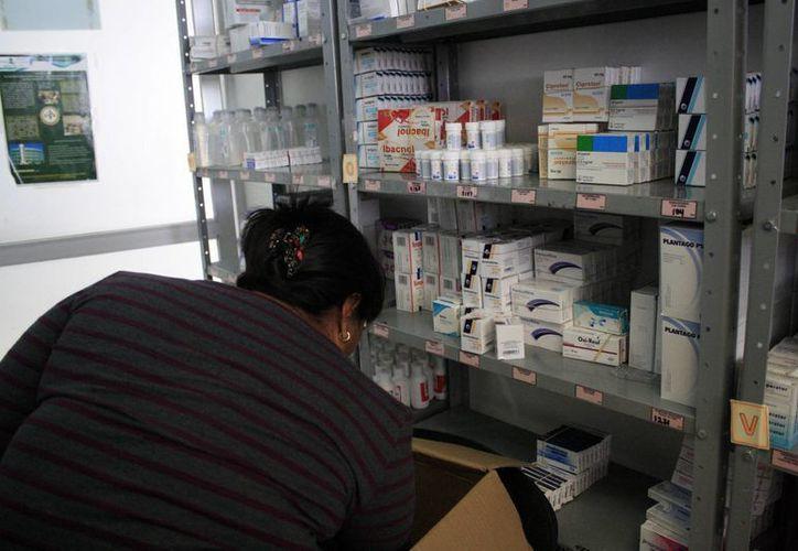 Aseguran que de manera mensual se verifica que las farmacias cuenten con los medicamentos necesarios. (Harold Alcocer/SIPSE)