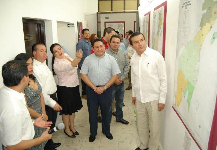 Exposición de la cartografía electoral Quintana Roo, representa gráficamente la distribución de cada uno de los 15 distritos electorales uninominales locales. (Juan Palma/SIPSE)