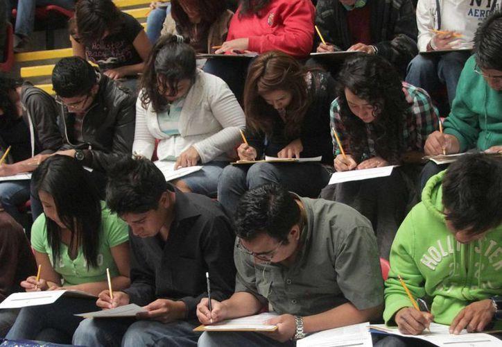 Aproximadamente 10 mil alumnos presentaron examen para entrar al UNAM, UAM o Politécnico. (Notimex)