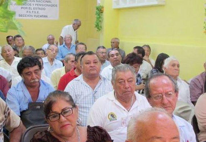 Numerosos adultos mayores asistieron al IX Congreso de la Federación de Sindicatos de Trabajadores Jubilados y Pensionados del Estado de Yucatán. (Milenio Novedades)