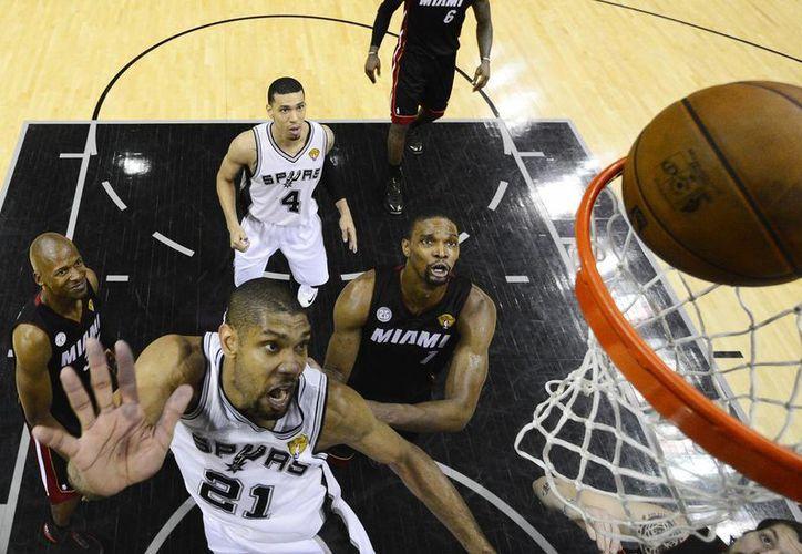 Ningún jugador, aun los estadunidenses, llegaron directamente a los Spurs sin pasar por la liga de otro país. (Agencias)