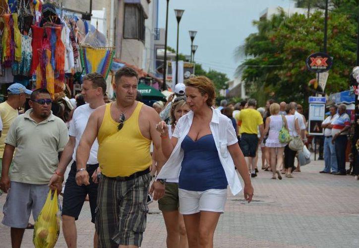 Turistas de diferentes países continúan llegando en la Riviera Maya. (Yenny Gaona/SIPSE)