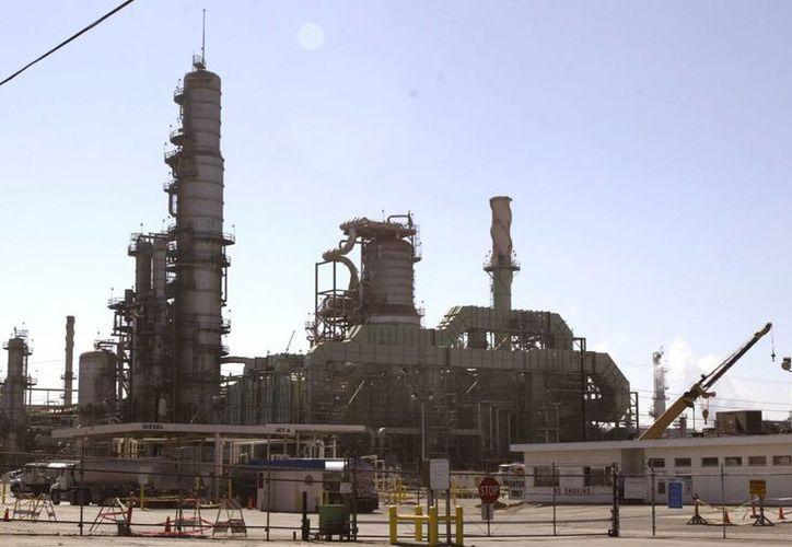 Los precios del petróleo en el último año se han mantenido a la baja. (EFE)