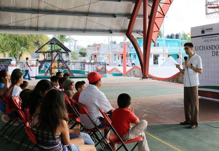Se dieron pláticas en el domo del Centro de Integración Juvenil. (Cortesía/SIPSE)