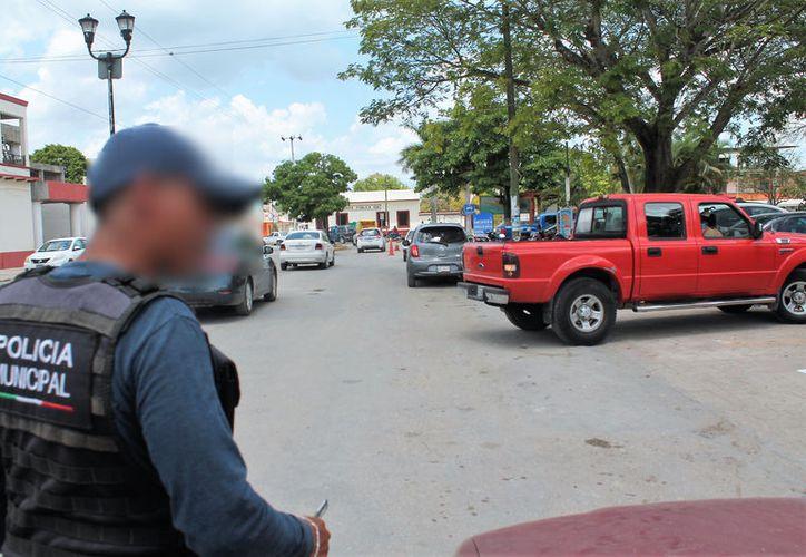 Además, los automovilistas sean quejado en constantes ocasiones de la falta de preparación de los agentes. (Javier Ortiz/SIPSE)