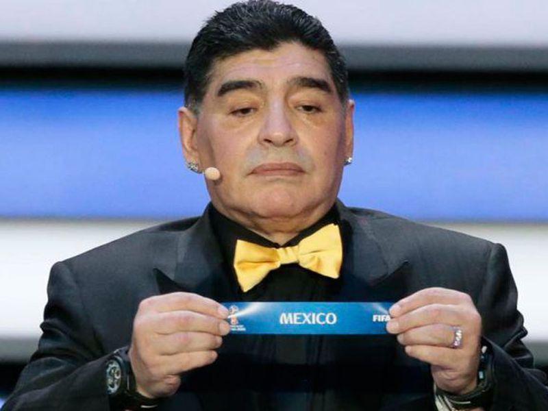 Sin importarle haber levantado la Copa del Mundo en México, en 1986, ahora Maradona critica la elección de México como sede mundialista para 2026. (Foto: AP)