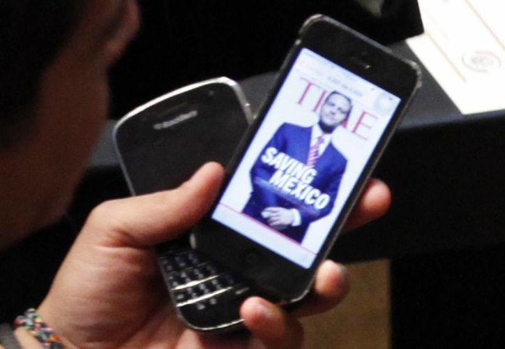 Diputada Carla Alicia Padilla: al menos 50% de los asaltos a transeúntes en el DF, durante 2011, fue para despojarlos de su celular. (Octavio Hoyos)