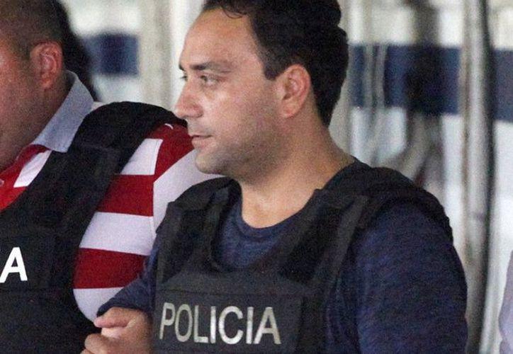 El ex gobernador escuchó los cargos en su contra por el delito de operaciones con recursos de procedencia ilícita. (Excelsior)