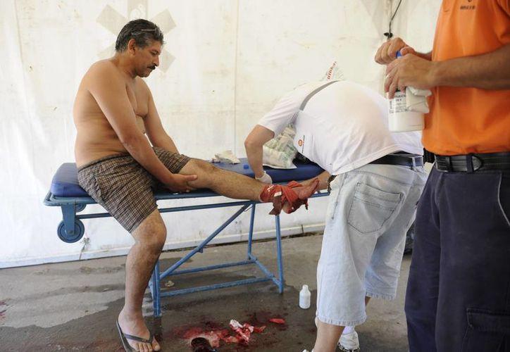 Otros bañistas tuvieron que ser atendidos por fracturas expuestas en pies, tobillos y manos. (Agencias)