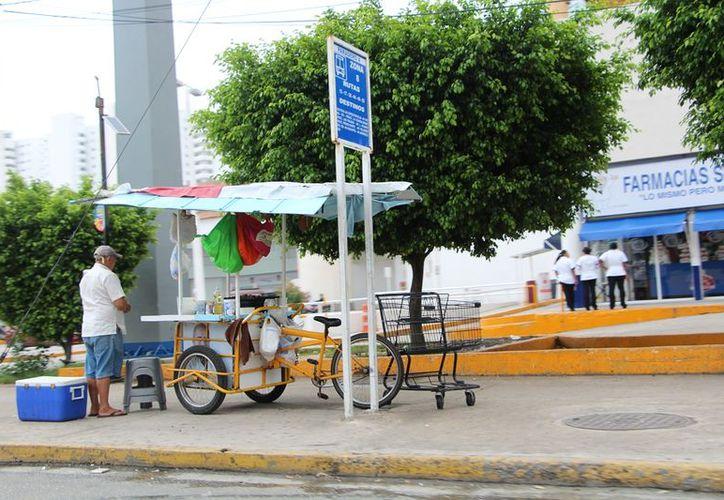 El primer cuadro del centro se percibe incremento en comercio ambulante. (Foto: SIPSE)