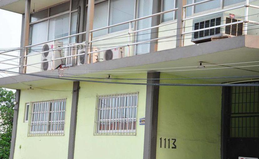 El edificio con el número 1113 de la calle Sánchez Magallanes, en Villahermosa, donde se encontró el dinero. (Notimex)