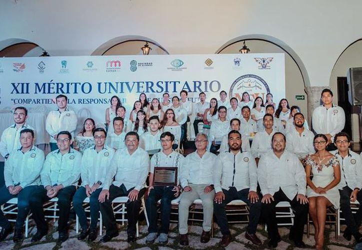 La Nueva Federación Universitaria (NFU) es presidida por Alan Pérez Briceño. En imagen, uno de los eventos de esta federación con destacados estudiantes. (Uady)
