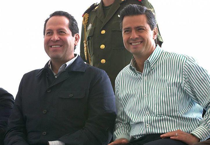 El gobernador de la entidad, Euriviel Avila Villegas y Peña Nieto durante la inauguración autopista Naucalpan-Ecatepec. (Notimex)