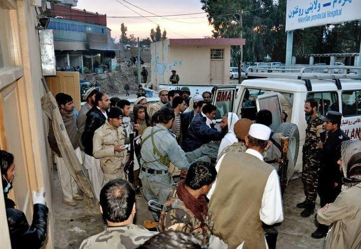 Al menos 16 personas murieron este jueves y 39 más resultaron heridas por un atentado durante el funeral de un jefe de la Policía en Afganistán. (Agencias)
