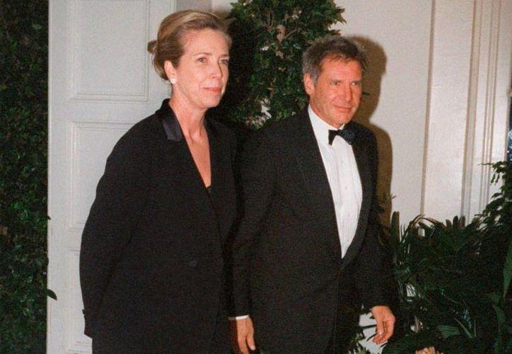 Melissa Mathison, ex esposa de Harrison Ford, falleció este miércoles, a causa de un cáncer neuroendocrino. La imagen es de 1988 cuando todavía estaba casada con el actor, de quien se divorció en 2004. (AP)