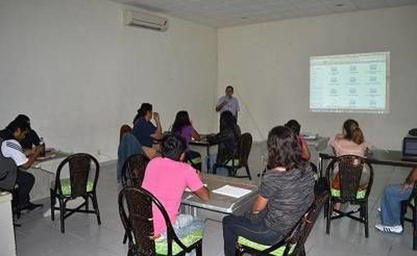 Asisten al curso visitantes de Isla Mujeres, Playa del Carmen y Cancún. (Redacción/SIPSE)