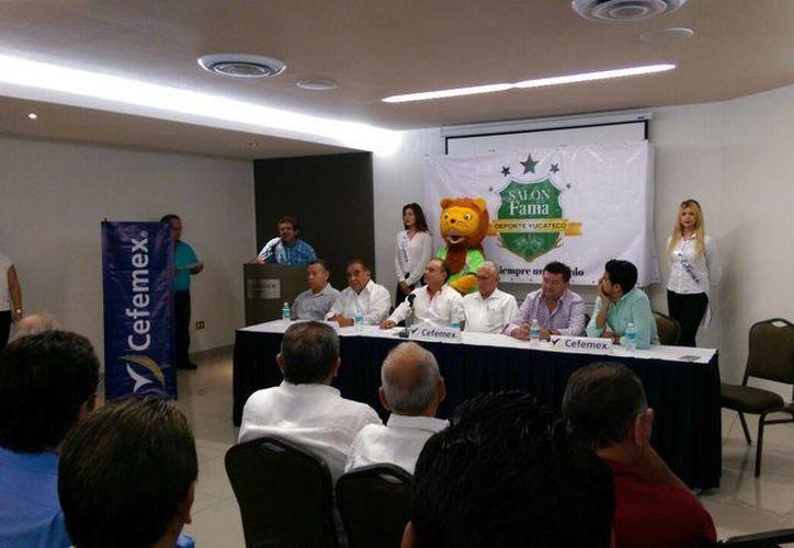 Exfutbolistas, exentrenadores, árbitros y directivos hicieron un recuento de los 35 años del futbol profesional en Yucatán. (Fotos: Marco Moreno/SIPSE)