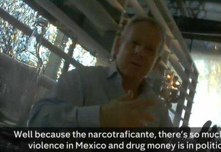 Mark Turnbull, director de Cambridge Analytica, aceptó que existe violencia en las campañas políticas en México por el dinero del narcotráfico en las mismas. (Captura de Pantalla)