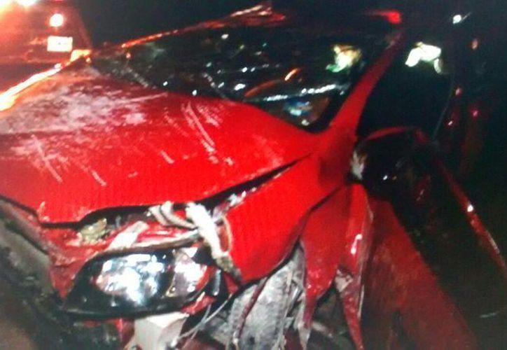 El vehículo se volcó. (Redacción/SIPSE)
