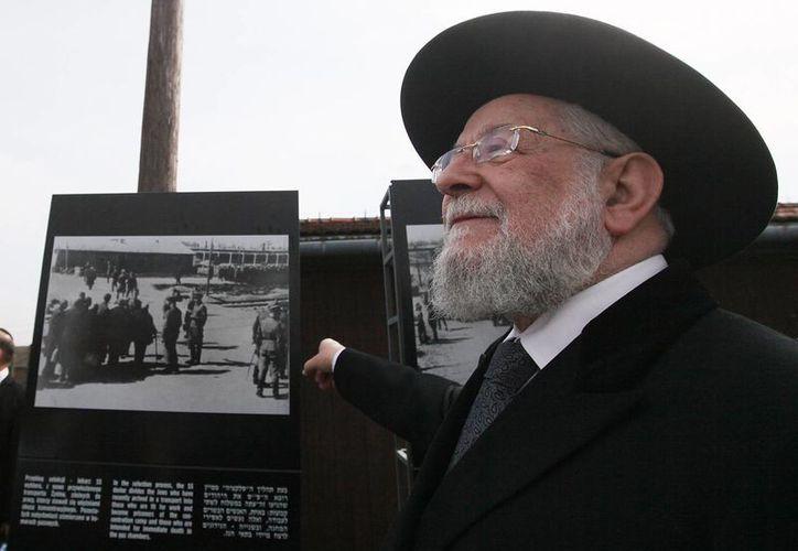 Un hombre asiste a la Marcha anual por la vida realizada en Israel para recordar a las víctimas del holocausto. (AP)