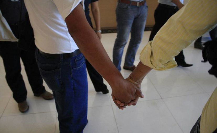 Parejas homosexuales exigen el derecho que tienen como el resto de las personas heterosexuales. (Harold Alcocer/SIPSE)