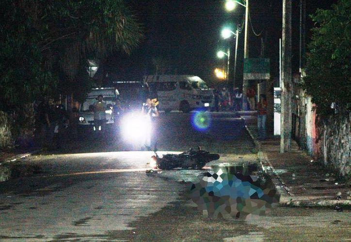 El cuerpo del adolescente de 15 años quedó tendido en el pavimento, junto a su motocicleta, en Sucilá. (Milenio Novedades)