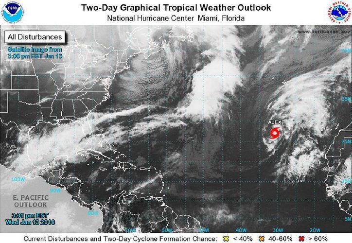La tormenta subtropical Alex podría provocar poderosos vientos y fuertes lluvias en las islas Azores esta semana. (nhc.noaa.gov)