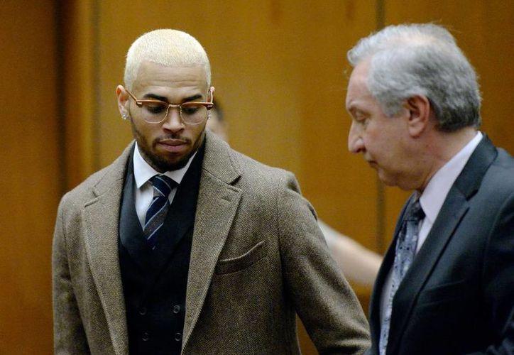 A pesar de que incumplió con lo estipulado en la libertad condicional, no se ordenó el encarcelamiento de Chris Brown. (Agencias)