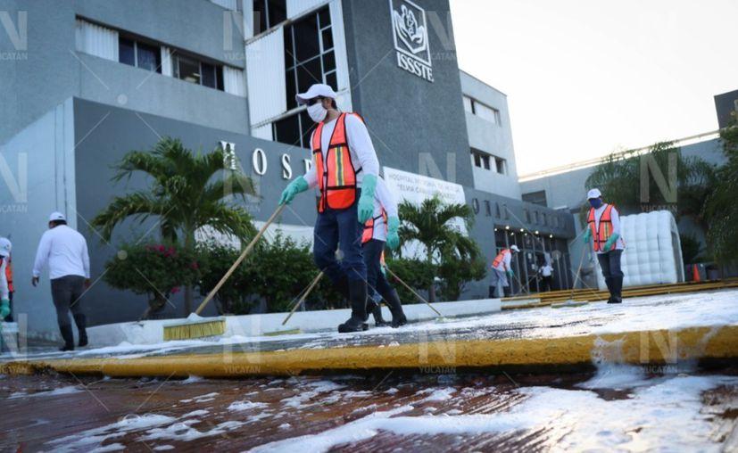 Las cuadrillas llegaron a la explanada del Hospital Regional del Issste en Pensiones. (Foto: Victoria González)