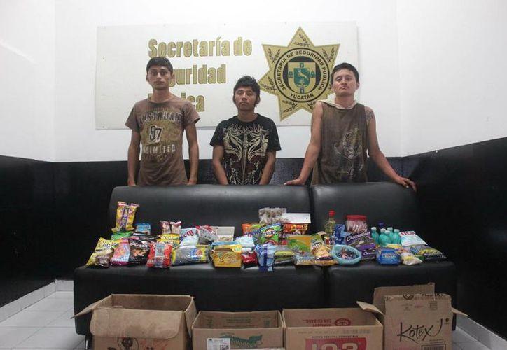 La SSP logró recuperar tres cajas con la mercancía robada. (Milenio Novedades)