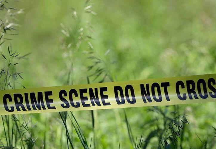 La Policía llegó a casa de Fields el viernes después que el hermano de 5 años de la niña fuera a casa de unos vecinos a decir que creía que su papá estaba muerto. (AP)