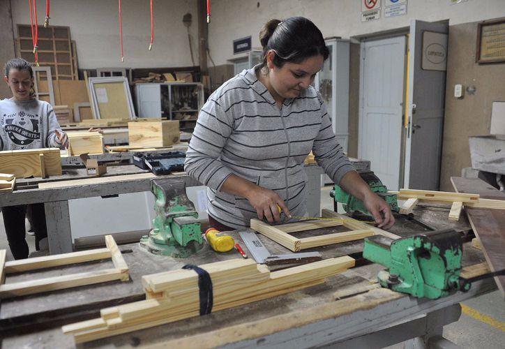 La capacitación sobre carpintería se imparte a 107 mujeres. (Foto: google)