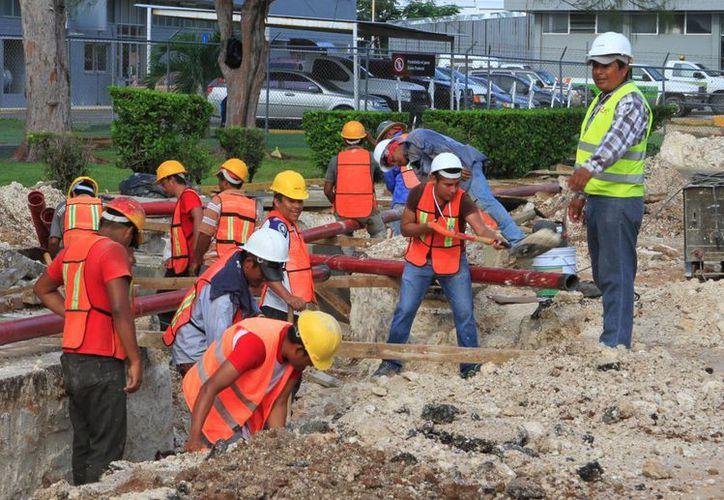 De acuerdo con el Inegi, en Quintana Roo hay  casi 200 mil trabajadores que no cuentan con prestaciones de ley. (Daniel Tejada/SIPSE)