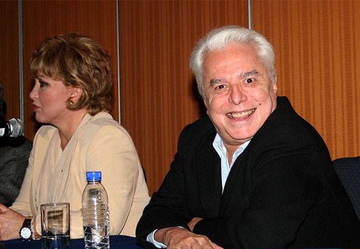 Angélica María y Enrique Guzmán sostuvieron una relación amorosa en 1962, cuando 'La novia de México' tenía apenas 17 y el cantante cumplía los 18 años. (Notimex)