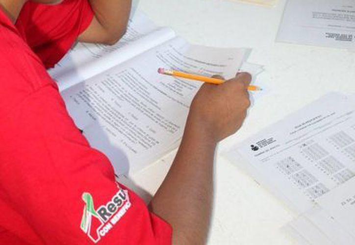 Este año el IEEA pretende que 18 mil adultos terminen su educación básica. (Adrián Barreto/SIPSE)