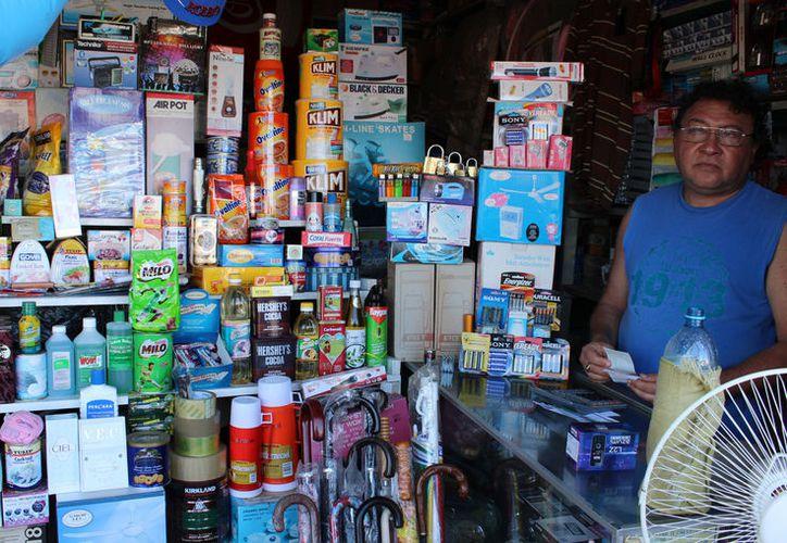 Los empresarios deben solicitar al menos 5 trámites, y cada uno le cuesta alrededor de 200 pesos. (Foto: David de la Fuente/SIPSE)