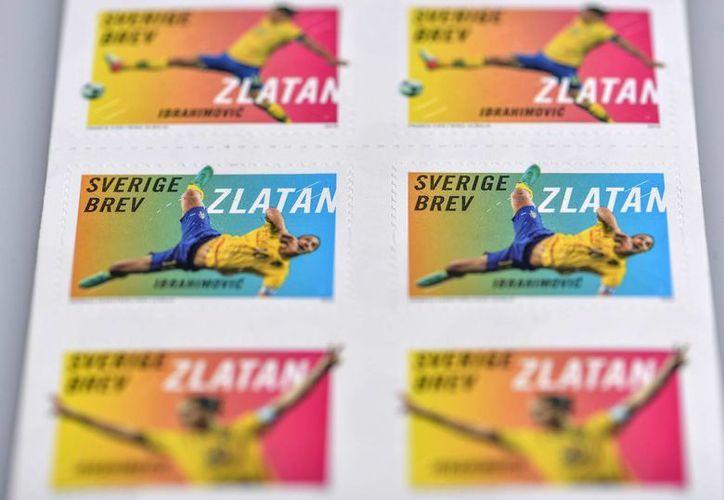 Los sellos postales fueron diseñados por el propio Zlatan Ibrahimovic, con ayuda de la diseñadora Nina Ulmaja. (EFE)