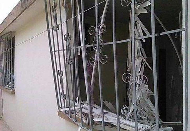 La vivienda donde ocurrió la explosión presuntamente era utilizada como casa de seguridad para mantener en cautiverio a inmigrantes. (Ramón Carreón/Milenio)