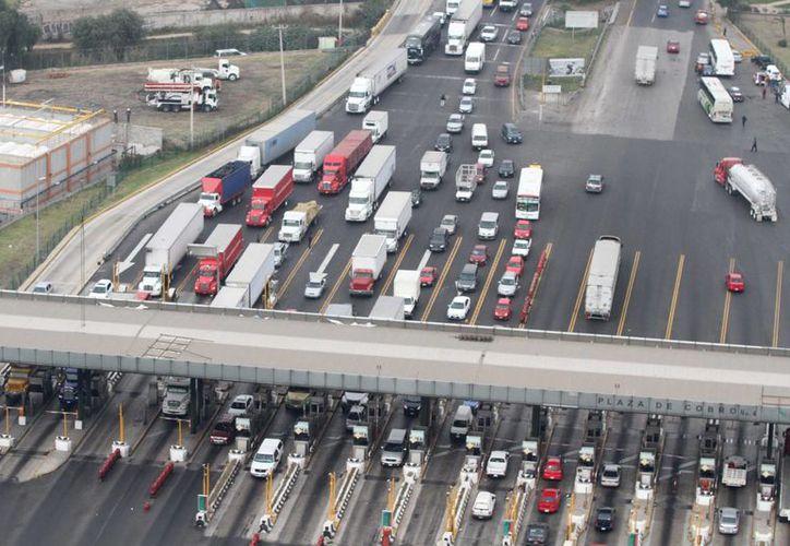 En las últimas horas se reporta la salida de 136 vehículos por minuto de la capital del país. (Notimex)