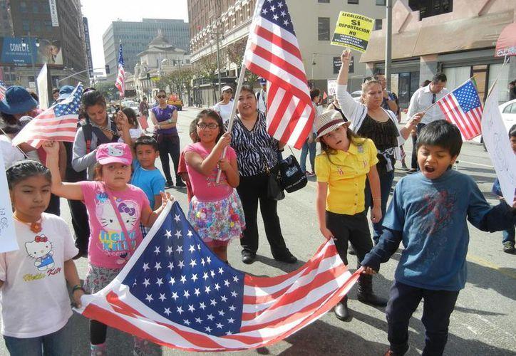 Reciente manifestación de cientos de personas en Los Angeles en rechazo a deportaciones. (Notimex/Foto de archivo)