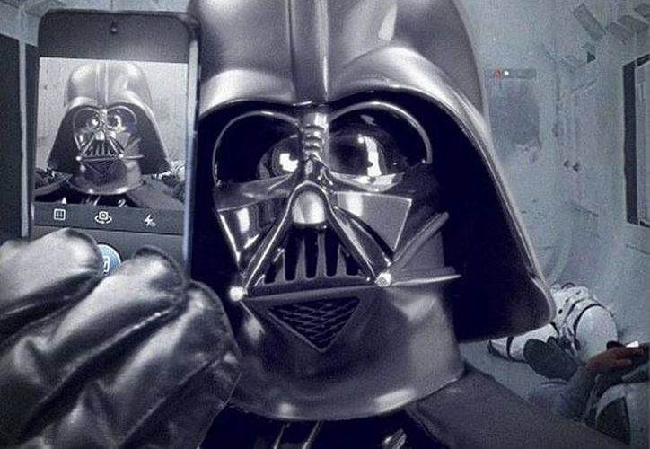 """""""Otro día en la oficina. #StarWars #DarthVader #selfies #gpom"""", fue lo que escribió el villano de la saga. (instagram.com/starwars)"""