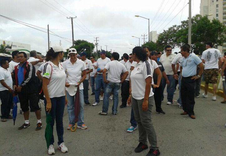 Son aproximadamente seis mil maestros los que forman parte de la marcha. (Jazmín Ramos/SIPSE)
