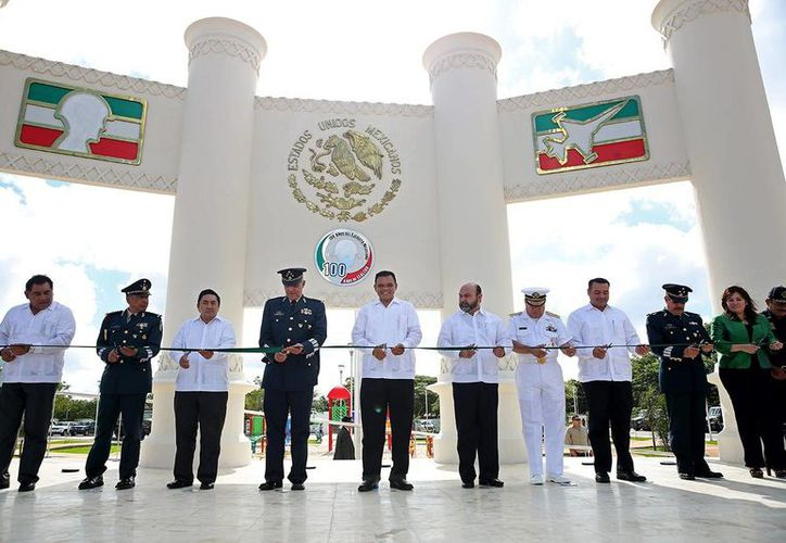 El Secretario de la Defensa Nacional y el Gobernador presidieron el corte del listón inaugural. (Milenio Novedades)