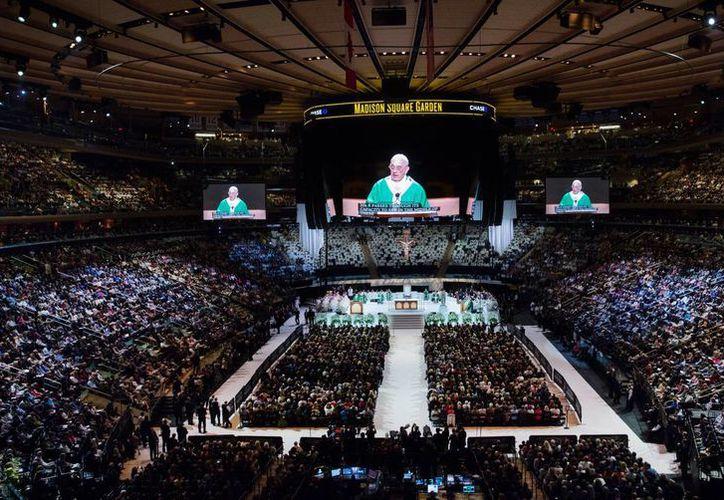 En Nueva York, el Papa aseguró que Dios está en medio de la gran ciudad como un padre misericordioso. (AP)