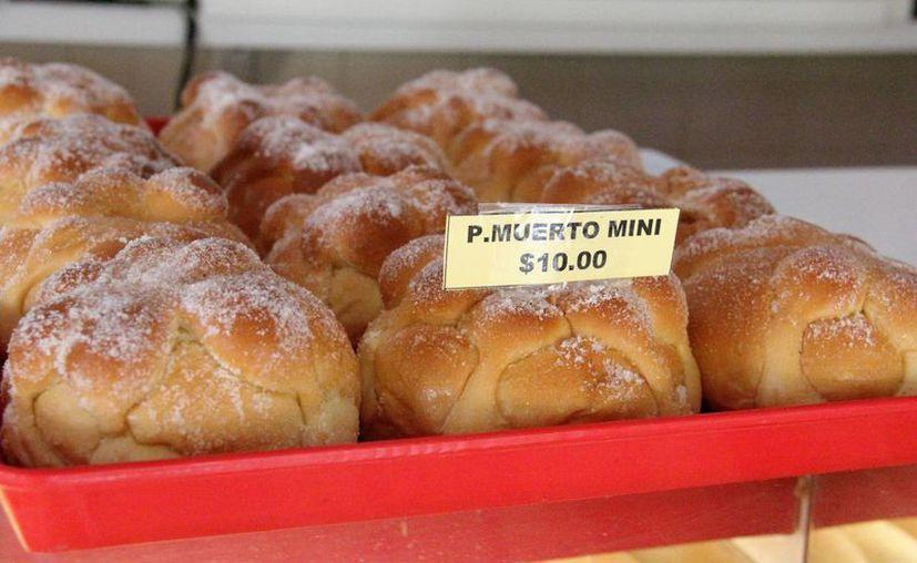 El Día de Muertos impulsa las ventas en negocios de varios giros, como las panaderías, en donde el pan de muerto (foto) se convierte en el producto estrella. (Uziel Góngora/SIPSE)