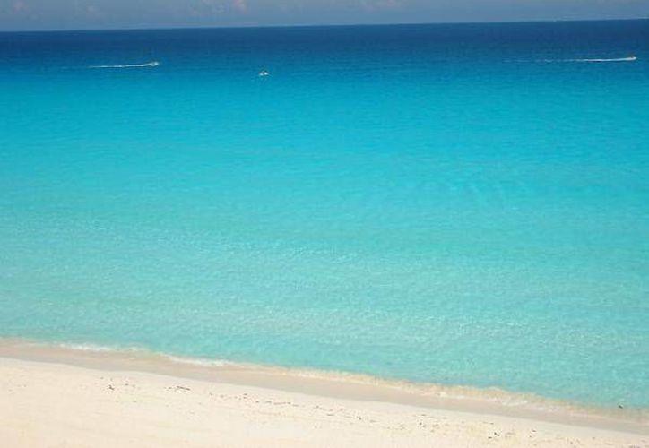 Se mantienen en vigilancia y monitoreo permanente siete playas públicas del municipio Benito Juárez: Langosta, Tortugas, Marlín, Delfines, Las Perlas, Playa del Niño y Puerto Morelos. (Foto de Contexto/seturmex.com.mx)